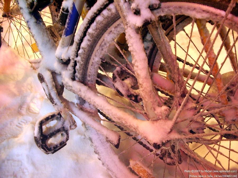 imgp5717_bikes_in_snow