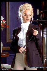 Адвокат срещу блондинка