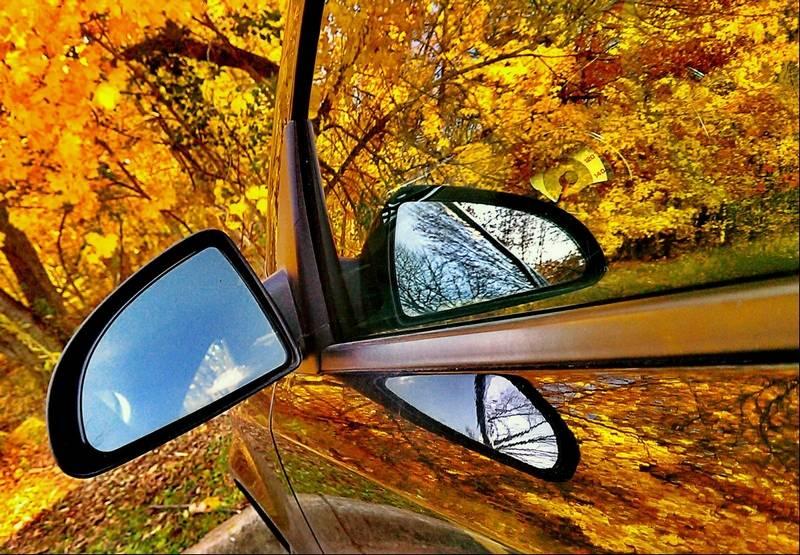 разходка с кола в есенна гора
