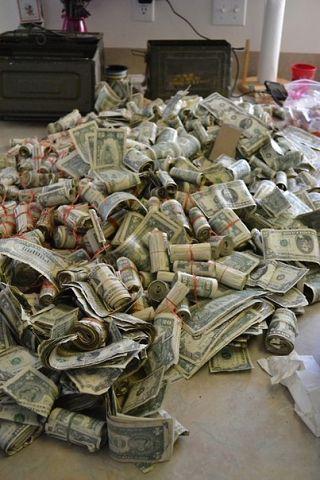 много пари
