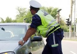 Полицай спира автомобил, който минава с 80 км/ч където максималната допустима скорост е 60 км/ч.