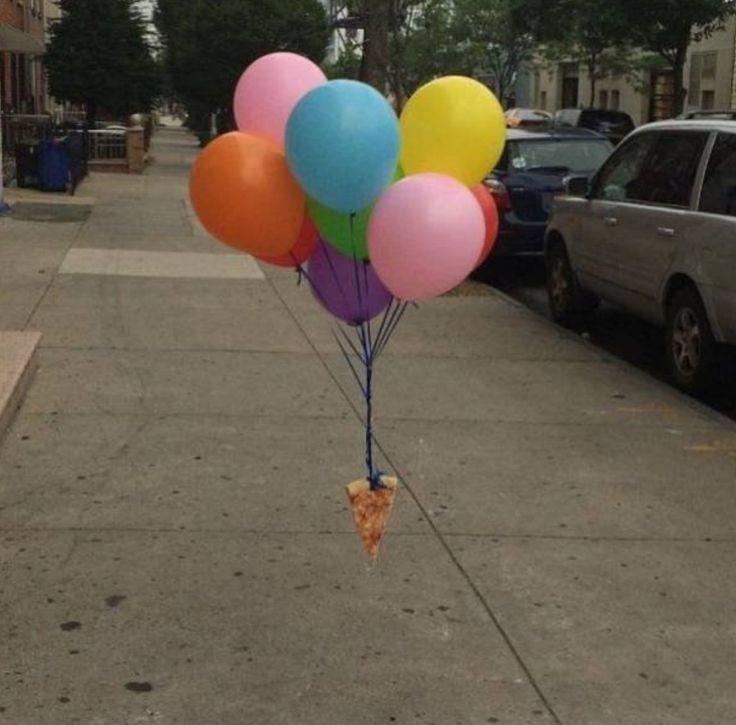 парче пица и балони