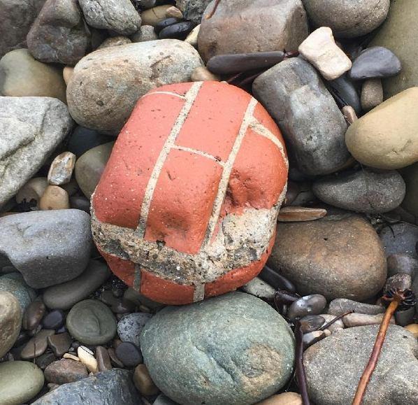 парче керамика от морето