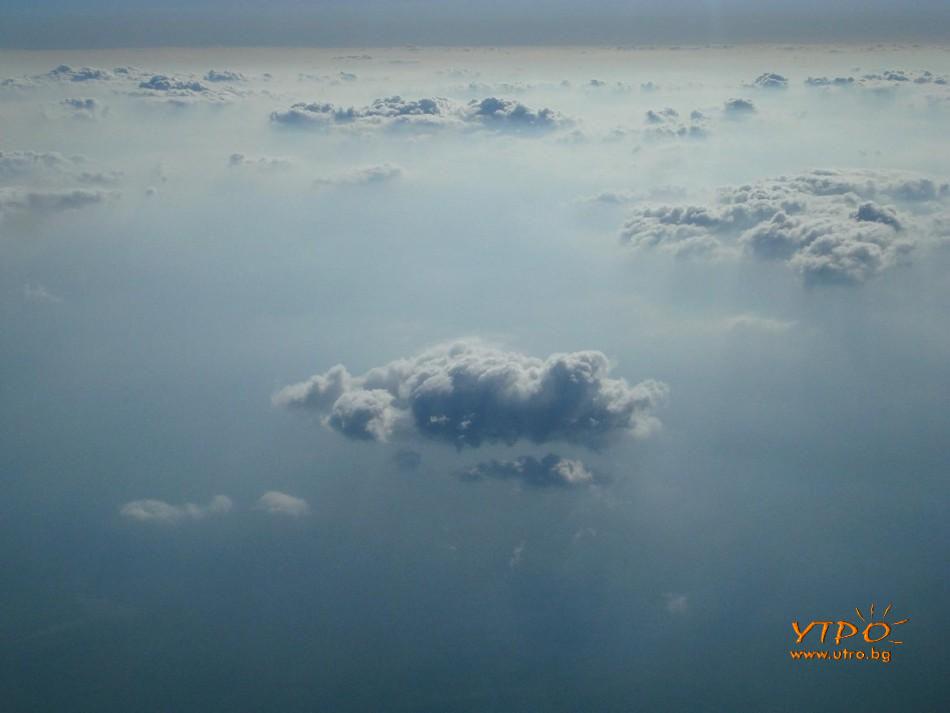 полет самолет облаци хоризонт