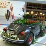 кола с цветя