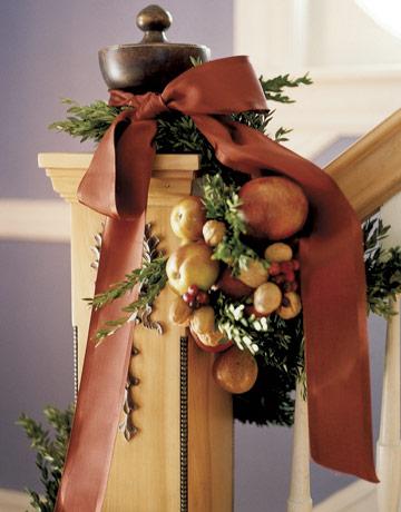 http://www.utro.bg/style/wp-content/uploads/2010/12/holiday-banister-ENTERT.jpg