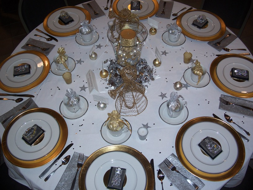 http://www.utro.bg/style/wp-content/uploads/2010/12/silver-gold-christmas-table.jpg
