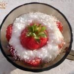 десерт с мляко и ягоди