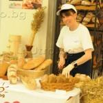 Родопски минерали за прочистване на водата, хляб от лимец и златен корен от Урал станаха хит на завършилия Фестивал на здравето и красотата във Варна