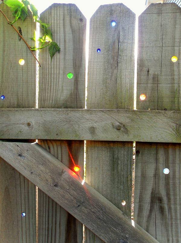 цметни стъкла в оградата