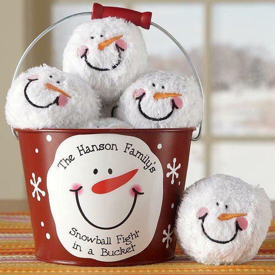 снежни коледни топки