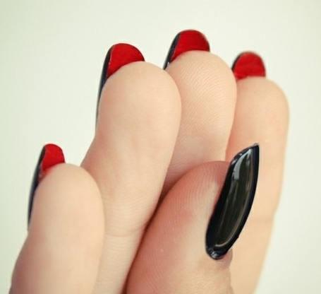 черно-червен маникюр