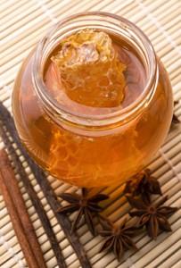 Домашна маска за лице с мед и канела