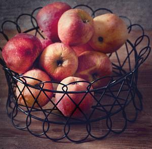 Консумирайте плодове тридесет минути преди или след ядене.