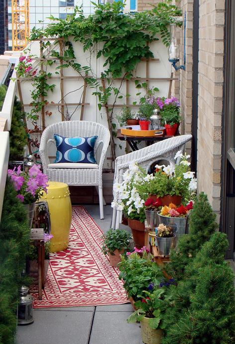Нашите съвети ще ви помогнат да превърнете своя малък балкон в уютно и красиво място.