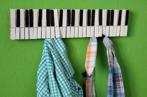 оригинална музикална закачалка със щипки