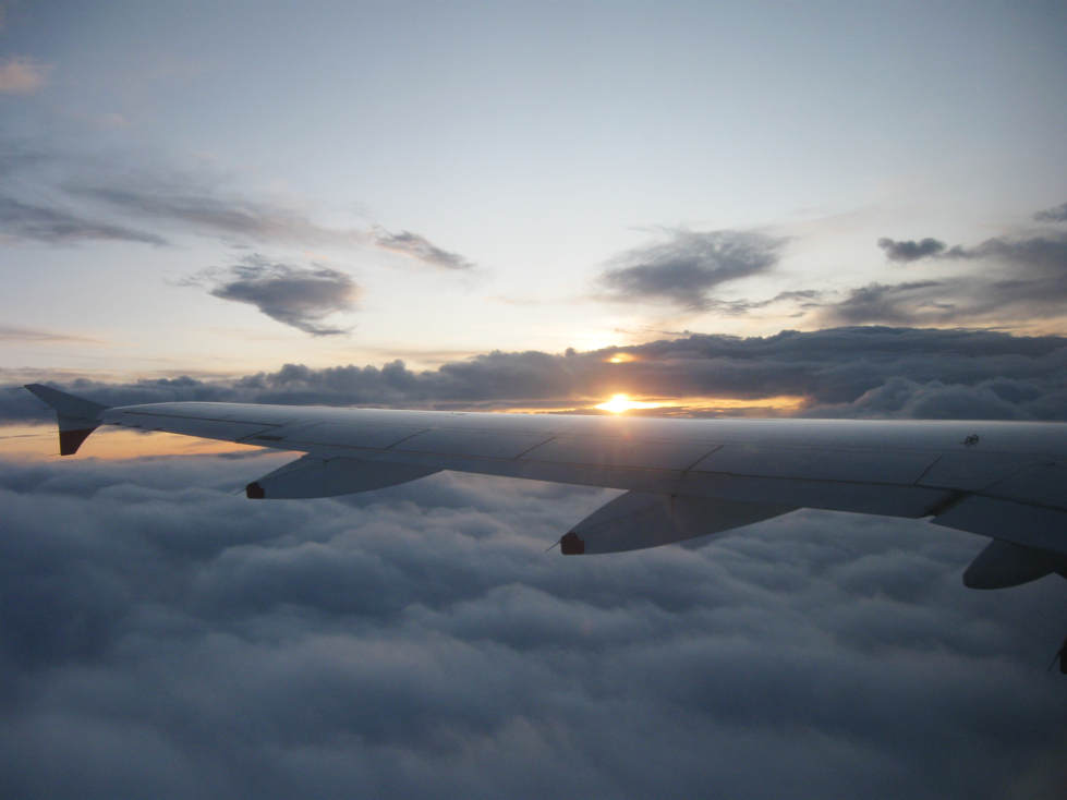 утро самолет облаци хоризонт