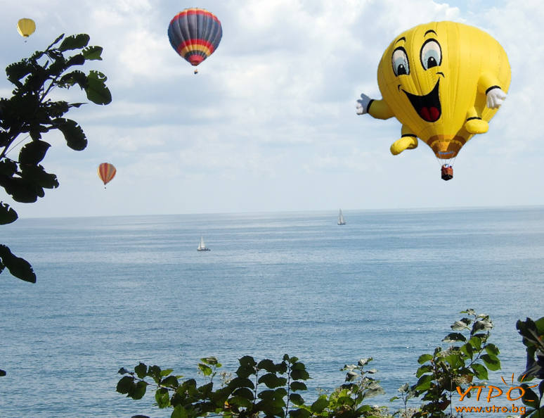усмихнати балони над морето