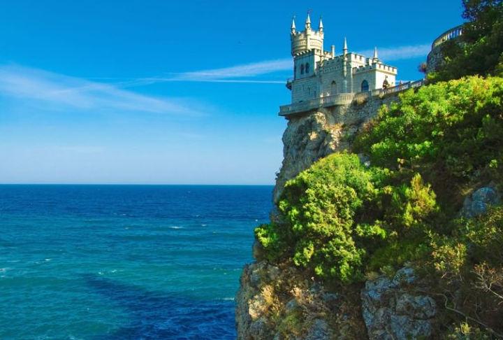 замък на брега