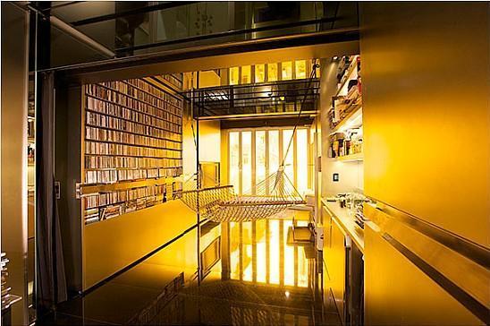 Архитектът Гари Чанг трансформира своя апартамент от 32 кв.м. в 24 стаи