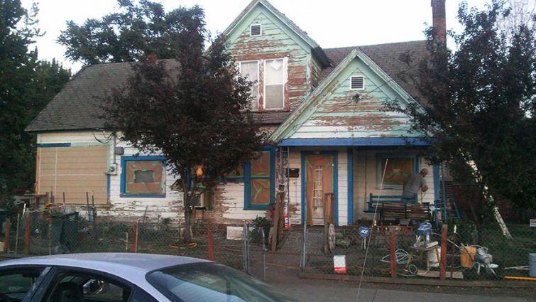 Домът, на който Джош (Josh Cyganik) помага